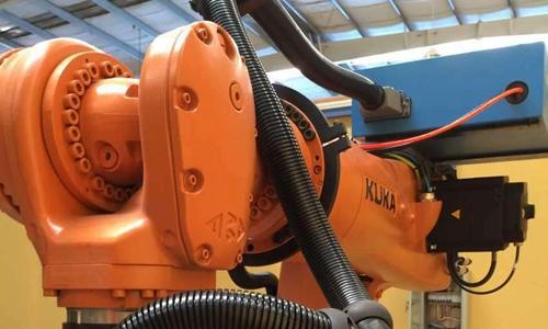 工业机器人发展迎来拐点,管线包保护线缆必不可少